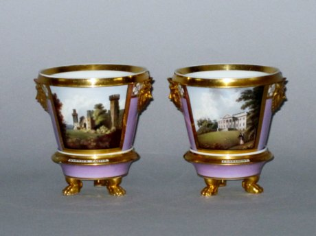 A PAIR OF CHAMBERLAINS WORCESTER CACHE POTS & STANDS, CIRCA 181-20 - Click to enlarge and for full details.
