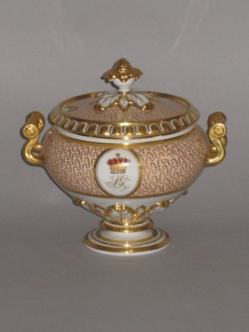 FLIGHT BARR & BARR TUREEN & COVER. CIRCA 1810-13 - Click to enlarge and for full details.